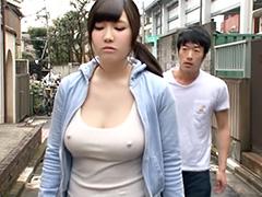 乳首勃ってる巨乳美女